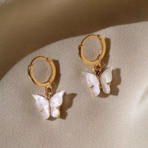 GOLD PEARL BUTTERFLY HOOP EARRINGS